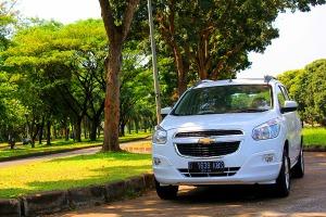 Chevrolet Spin 1.5 LTZ merupakan varian teratas versi bensin, dengan harga Rp 183,8 juta (on the road Jakarta)