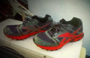 Sepatu multi fungsi; lari dan bersepeda, kehujanan.