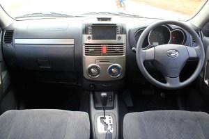 Dilengkapi dengan sistem navigasi, rear view camera dan dual airbag.