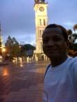 Aku dengan latar belakang Menara Jam Gadang, Bukittinggi.