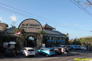 """Blue Heaven di Pantai Padang Padang, lokasi syuting film """"Eat, Pray, Love"""" yang dibintangi Julia Roberts. Ajak pasangan Anda makan malam di sini."""