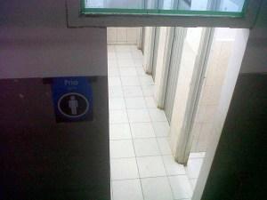 Lantai toilet lebih bersih dan tidak terkesan kumal lagi, meskipun kini digratiskan.