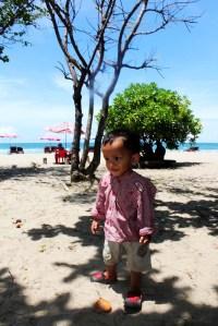 Keanu dengan pose manisnya di Pantai Kuta.