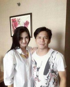 Putty Revita (Finalis Miss Indonesia 2014) dan Ariel Noah.