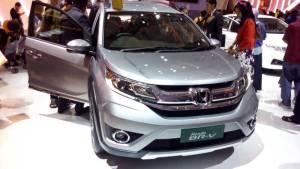 Mobil berdesain SUV diskonnya bisa sampai Rp 50 juta, asal Anda jago nawarnya.