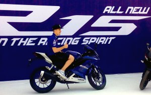 Maverick Vinales #25 di atas Yamaha All-New R15 di sirkuit Sentul International, 23 Januari 2017.